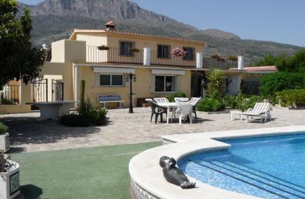 Villa and  Pool  in  Gaianes for sale