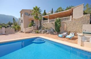 Villa and Pool in Adsubia for sale