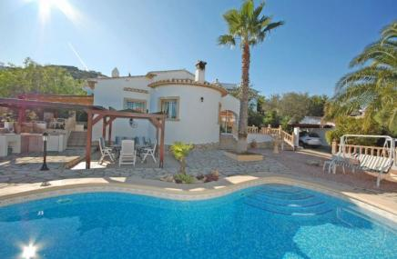 Villa and Pool in Rafol de Almunia for sale